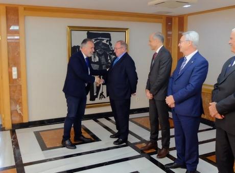 El presidente de la Cámara de España se reúne junto a los presidentes de las cámaras de Canarias con el presidente del Gobierno autonómico