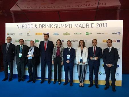 La Ministra de Industria, Comercio y Turismo, Reyes Maroto en el acto de reconocimiento de José Luis Bonet