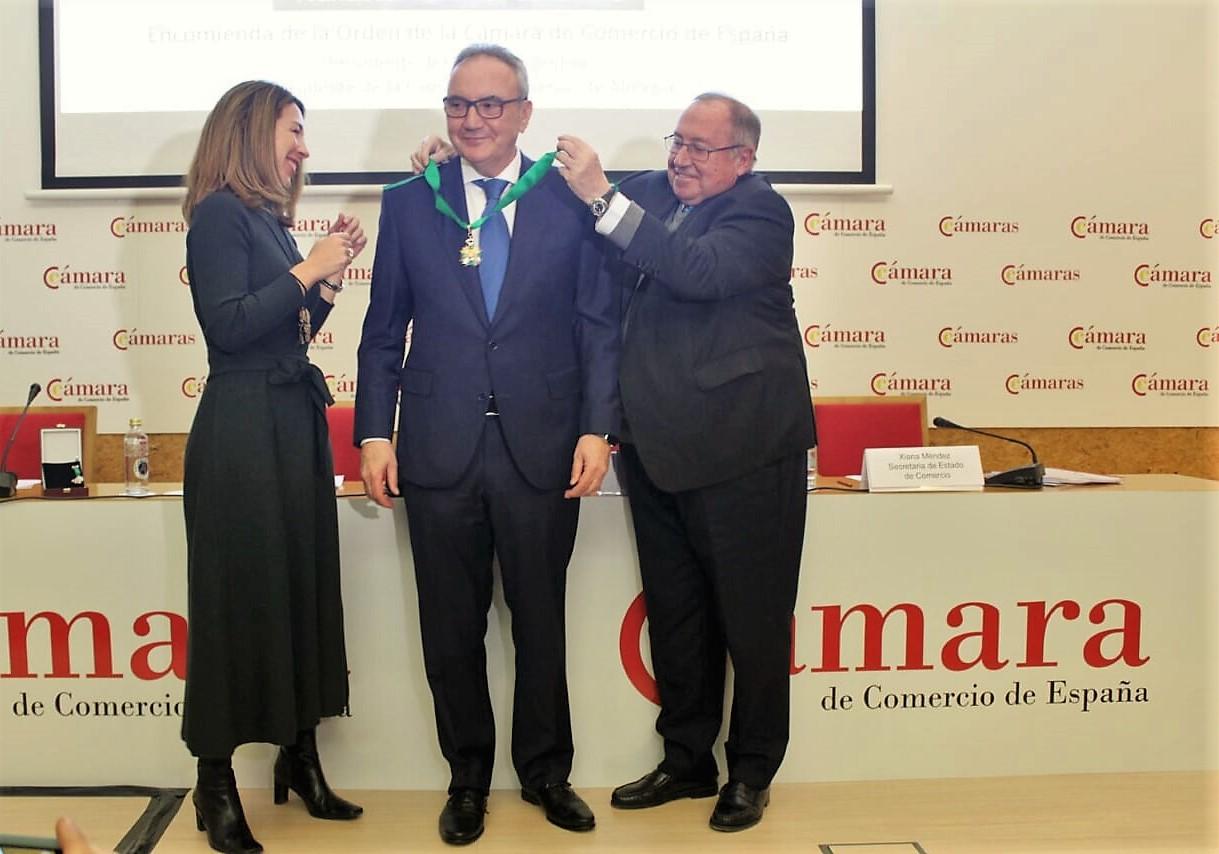 Camara de Espana impone  Francisco Martinez-Cosentino su  máxima distincion  contribución economia imagen Espana