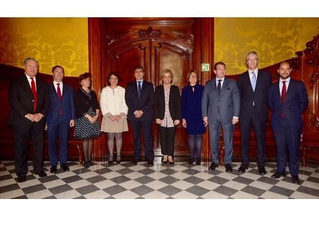 SEPE y la Cámara de España firman un convenio de colaboración para potenciar la  FP Dual en la empresa