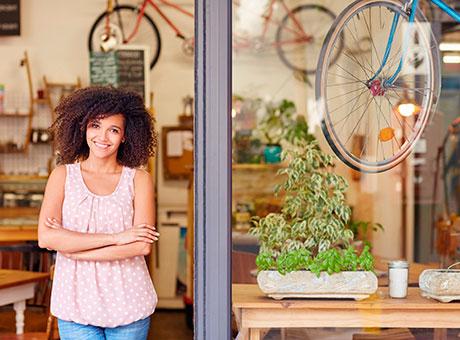 Más de 1.100 emprendedoras han puesto en marcha su negocio a través de las Cámaras de Comercio